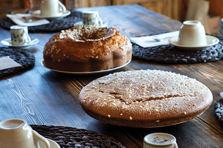 sala colazioni, torte fatte in casa