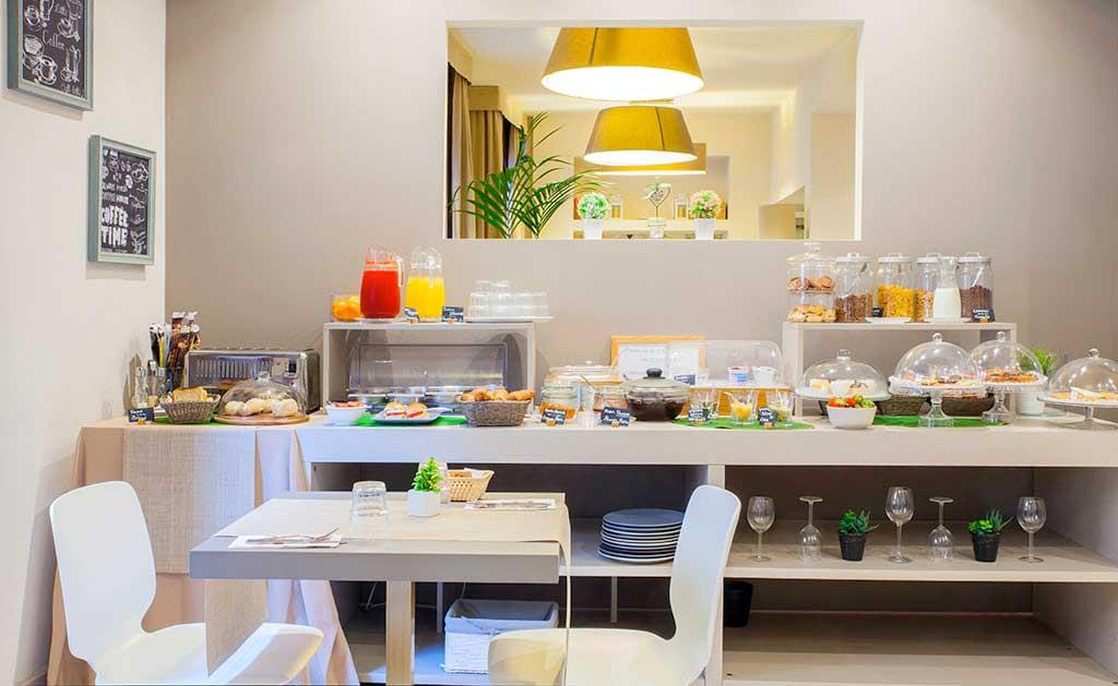 buffet prima colazione, sala colazioni hotel