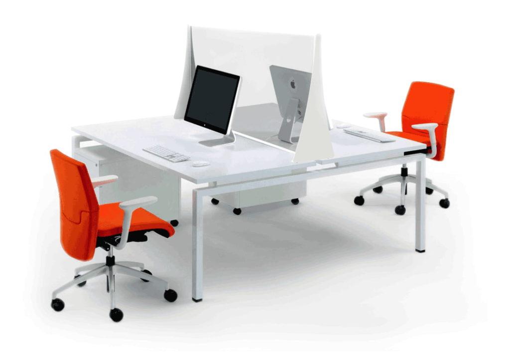 pannello in plexiglass full bianco, divisore montato su scrivania